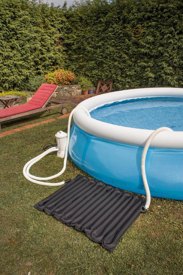 Solarverwarming gre voor kleine zwembaden for Panneau solaire piscine hors sol